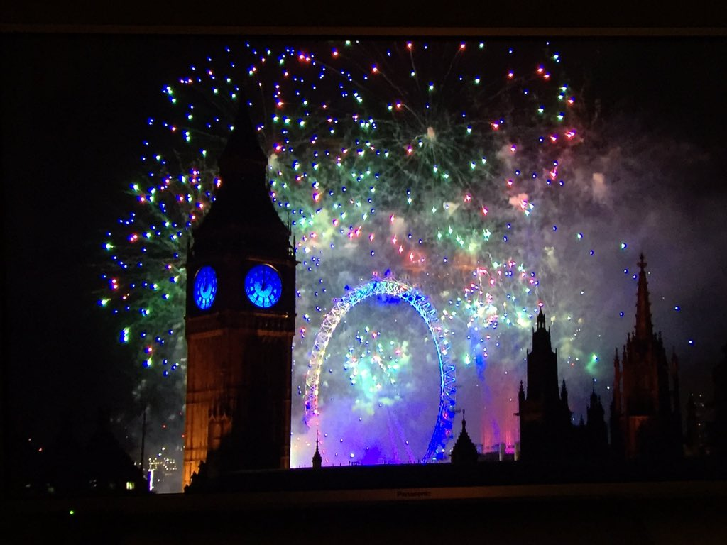 Happy New Year #NYE2016 #london #fireworks #HappyNewYear https://t.co/9xoXF3qW0S