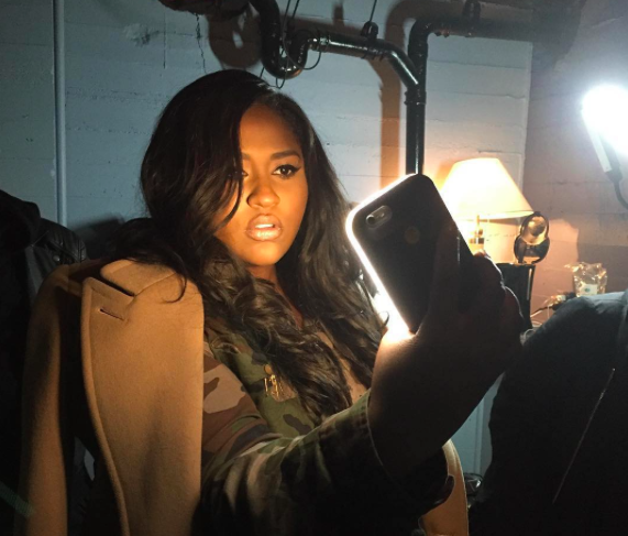 Beyoncé's stylist invented a phone case with built-in selfie lighting: https://t.co/Smi7sjRQXy https://t.co/JZRnEZctUd
