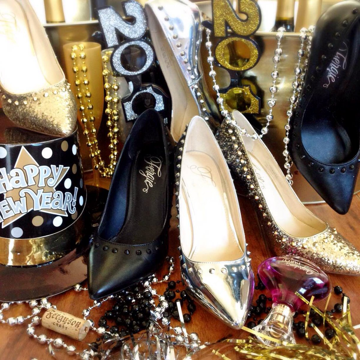 RT @FergieFootwear: #LastDay! #SAVE 20% on #FergieFave HELIX & HELIX 2 #pumps!#NYE #shoesale #fergie #partyshoes https://t.co/VAb8hF9BFe ht…