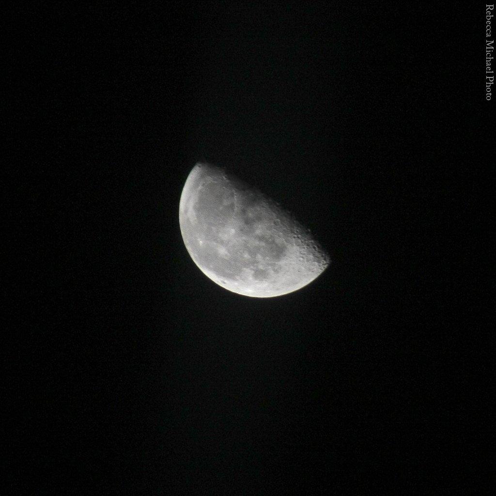 First moon of 2016 as seen in #LondonNYE https://t.co/7vFEGFHslQ
