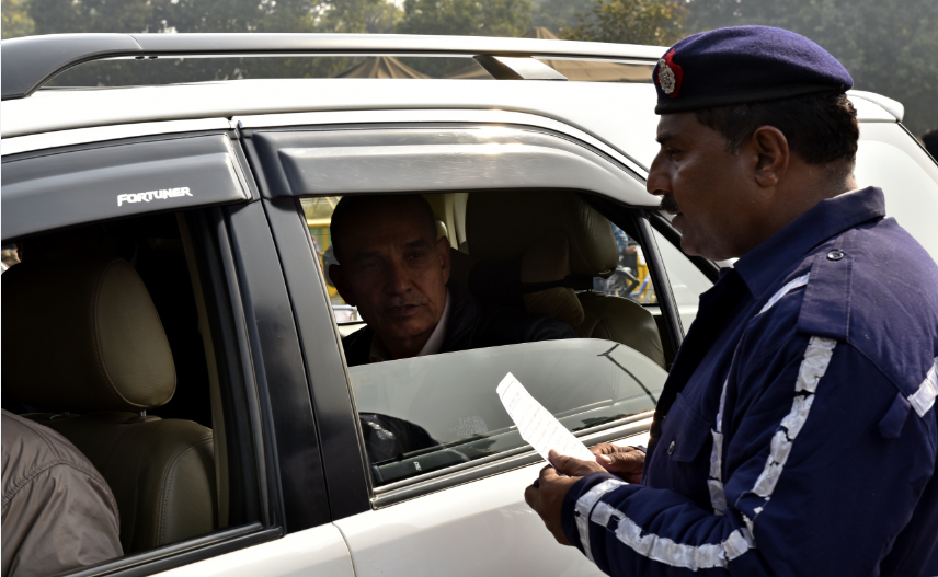 BJP MP Satyapal Singh was stopped at India Gate by Delhi traffic police for travelling in an even numbered car https://t.co/z9K1CoI6gk