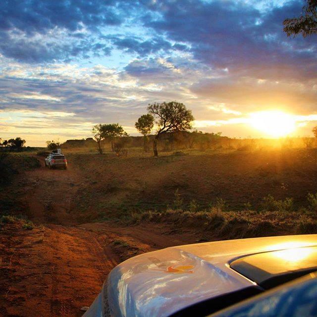 이번 해엔 여러분 앞에 어떤 길이 펼쳐져 있을까요? 어떤 길이 펼쳐져 있든 2016년도 힘차게 달려요! #새해복많이받으세요  사진: getonboardblog (IG via #NTaustralia) https://t.co/QfLvA91rKC