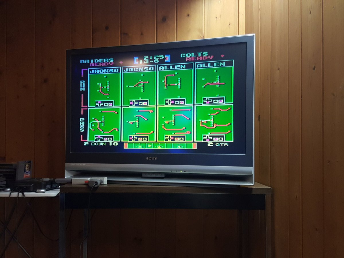 the girls are all upstairs dancing to Lil Jon. we're down here playing Tecmo Bowl... Happy 2016. https://t.co/aqKCWwo7Bg