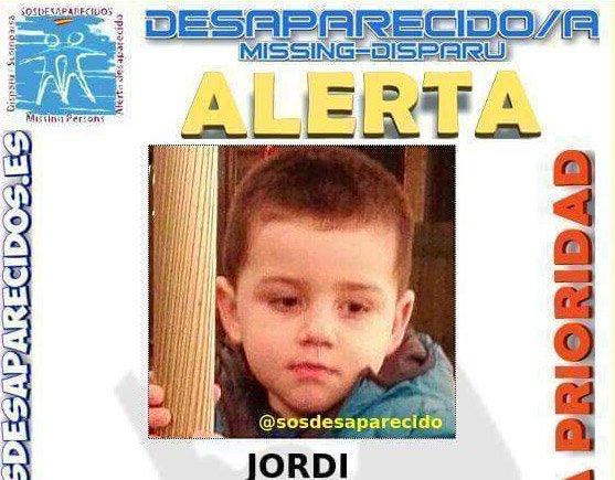 Se llama Jordi, tiene 3 años y desapareció anoche cuando pasaba Nochevieja cen #Camós Girona https://t.co/dAGZ35pC6o https://t.co/1j87Cuba6m