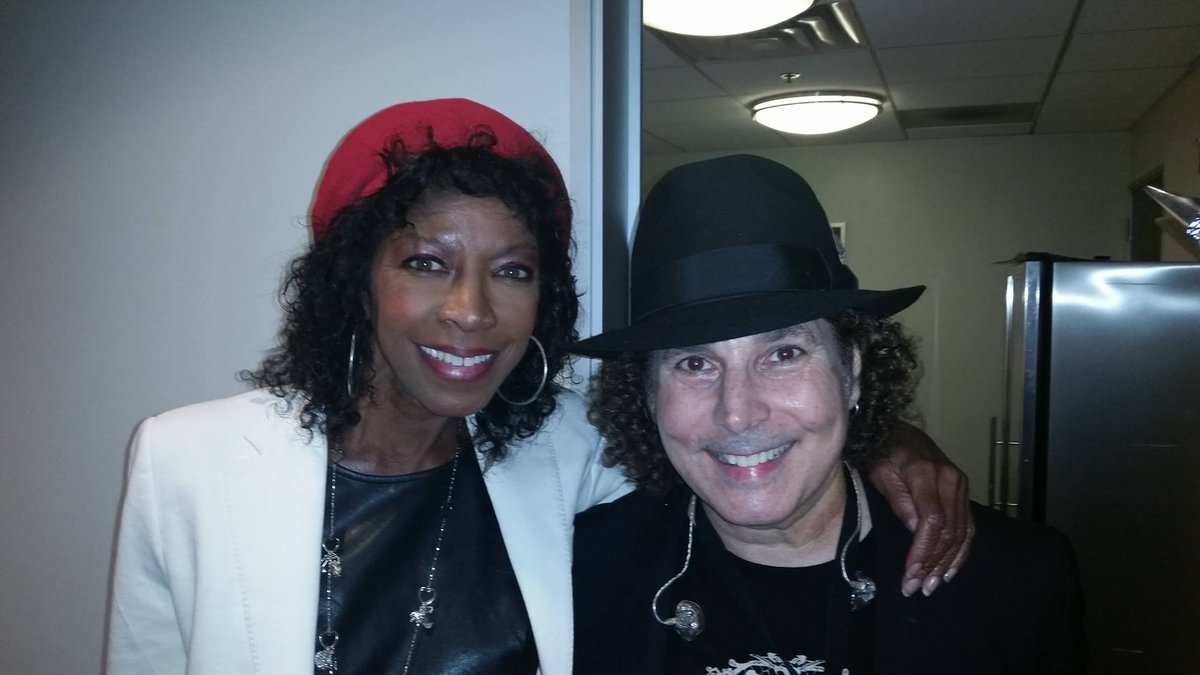 RIP @NatalieCole. One of the greats. My thoughts are with her family and loved ones. https://t.co/vBylub4Ra8