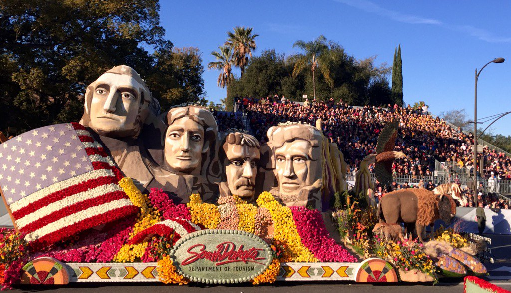 Did you see the #mtrushmore float in the @RoseParade ? It looked beautiful! #happynewyear #RoseParade https://t.co/hZxa2ChEjp