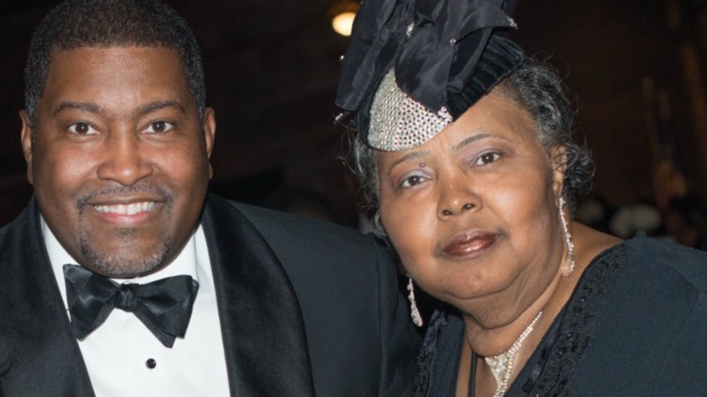 We ask for your prayers for @edeweysmith as we mourn the passing of his mother, our very own Momma Smith. #RIPMOMMA https://t.co/tK1JfKf0fH