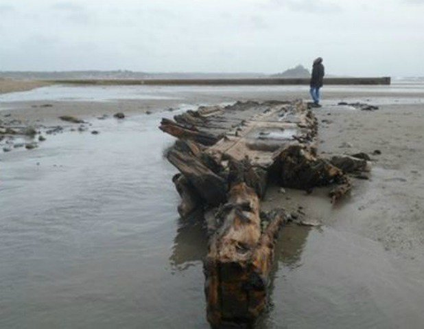 Historic French wreck exposed by #StormFrank https://t.co/Z65QLuWUAy https://t.co/OD1b5vYQP1