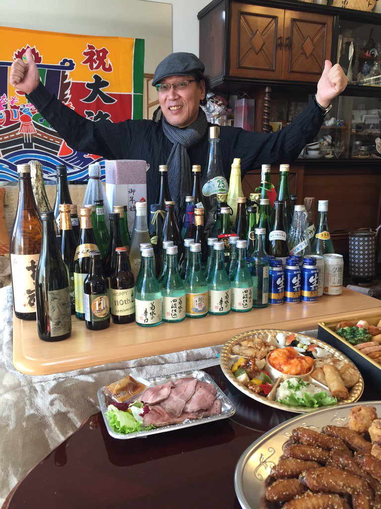 今年も新年会!ことしはYOUTUBEライブでお届けします。このあと13時から!酒がどんどん増えてナウ〜〜‼️ https://t.co/R7XsTVnlOB  iPhoneから送信 https://t.co/7a6xYoz0vl