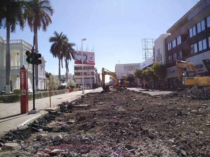 """""""Tenemos cientos de calles sin pavimentar, pero no importa hay que destruir esta pavimentada y volverla hacer"""" https://t.co/pYTFmB7PTT"""