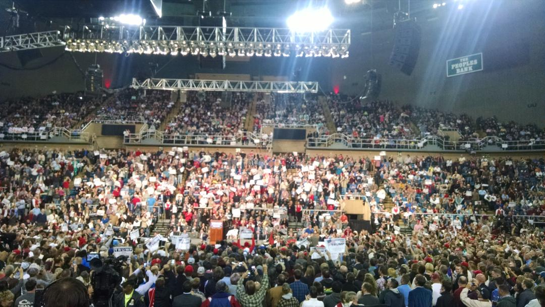 The crowd is eating it up @realDonaldTrump https://t.co/BQNYCfFpkT