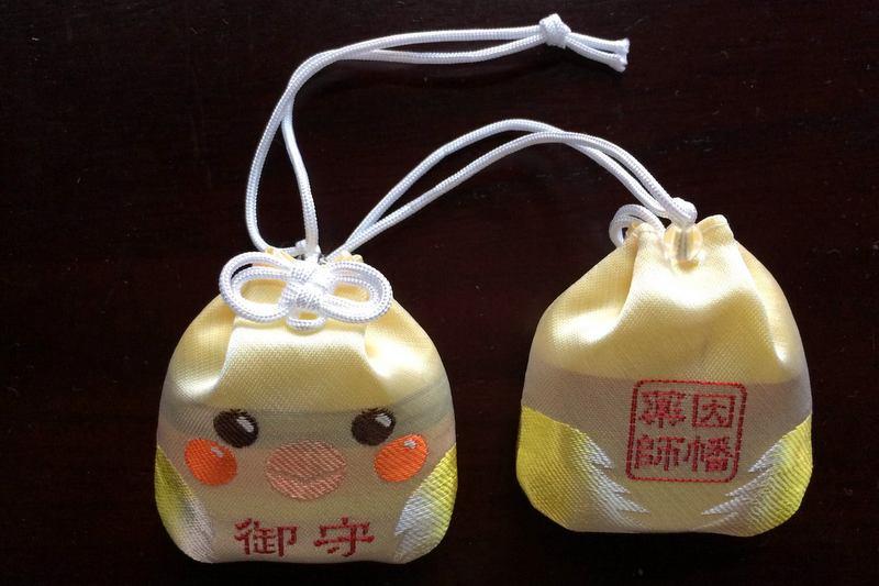 そういえばtwitterで紹介し忘れてた。京都に行かれるかた、四条烏丸から五条へ下る途中にある因幡堂(平等寺)さんにオカメとセキセイのお守りがあるそうです♪ https://t.co/WcnBMwuEVj https://t.co/LqGfw0eSW4