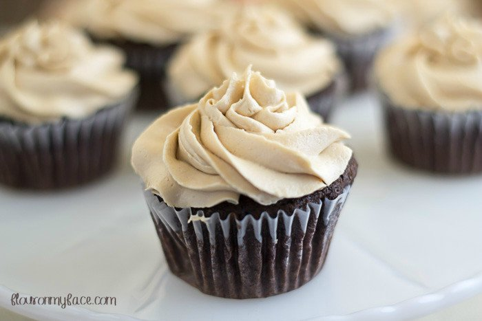 Chocolate Cupcakes with Kahlua Buttercream Frosting #SundaySupper https://t.co/IEgso4RQUS https://t.co/8dnA1Ueu4c