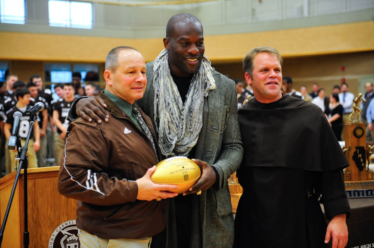 Former NFL star Simeon Rice makes special trip to Mount Carmel. Via @disabato. https://t.co/6RIvZ94ter https://t.co/9Gr7L4AL6T