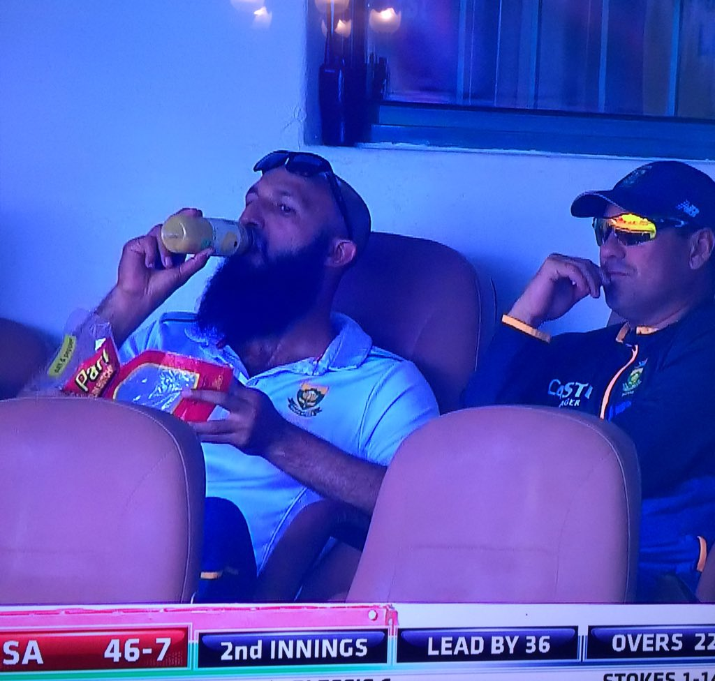 When things are going to pot but you gave up the captaincy after scoring a double hundred in the last Test #SAvEng https://t.co/hcPJZnzK5O