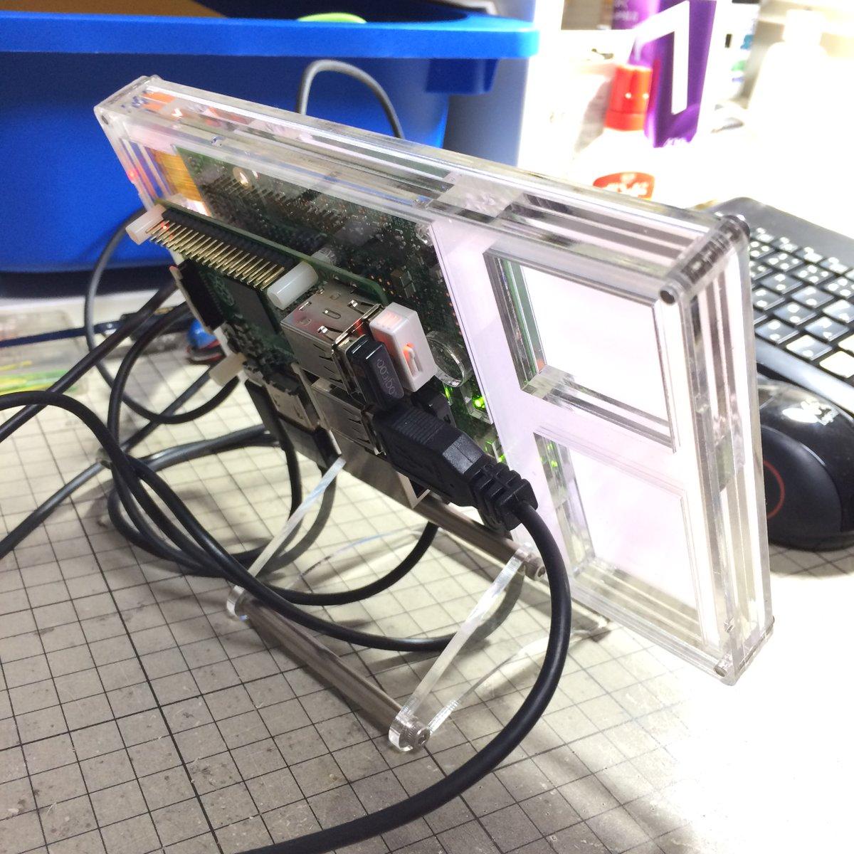 Raspberry Piも背面に取り付けられるようにしました。 https://t.co/SOokzdNqi5