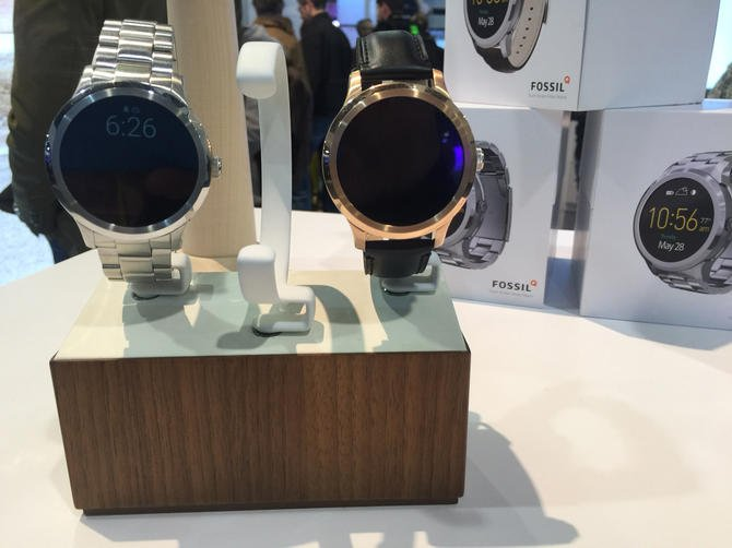 Top #IoT  #wearable tech #trends for 2016: Smartwatches in transition as smartglasses rule https://t.co/2XKlCBMrvP https://t.co/kU0yEPh217