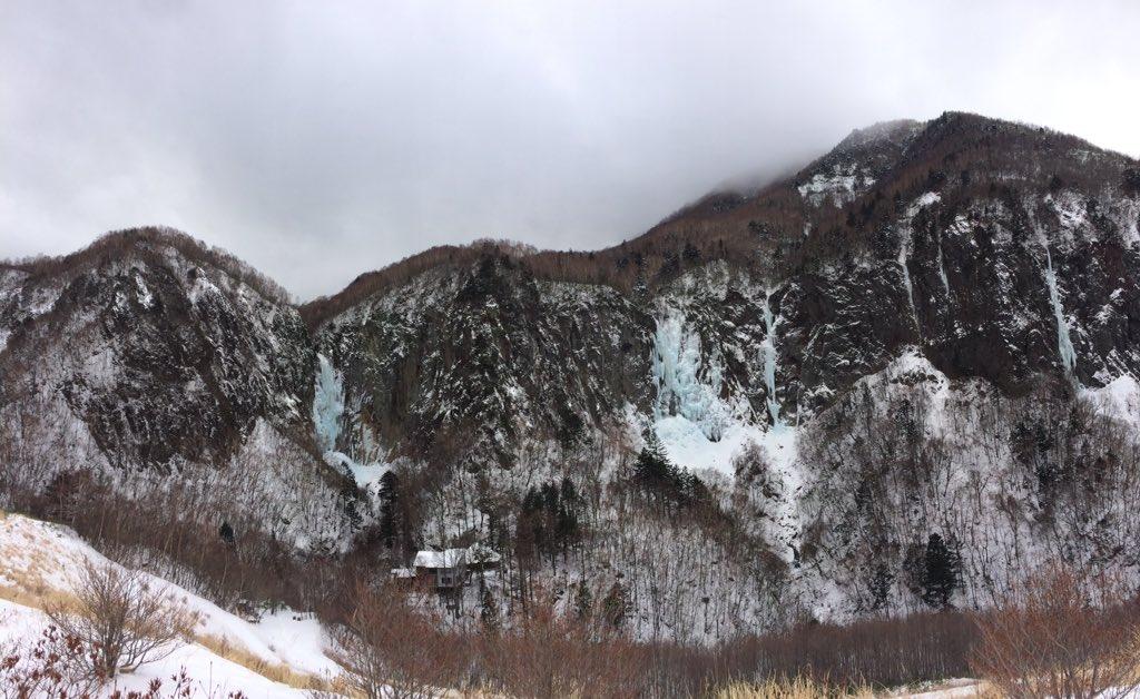 NHK大河ドラマ『真田丸』。 オープニング映像ロケ地 『米子大瀑布(よなこだいばくふ)』の冬の様子です。 まさに「米子ブルー」!!!  冬季は積雪のため、入山禁止となっており見ていただくことは出来ないため、写真でお楽しみください。 https://t.co/ciLdw8pWoD