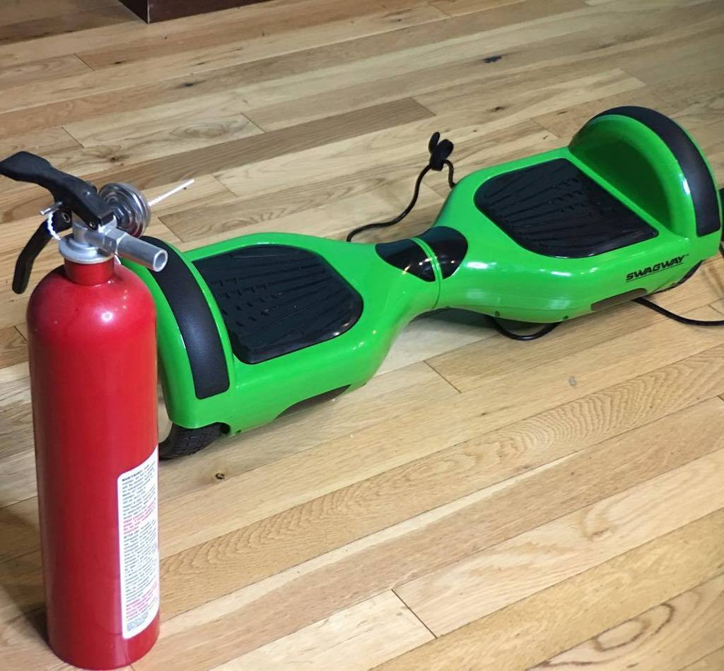 Thanks to @jayztwocents for the reminder to not burn down the house! #Hoverboard #fire https://t.co/Xm1YSq7h58 https://t.co/TJwyjMo4Zj