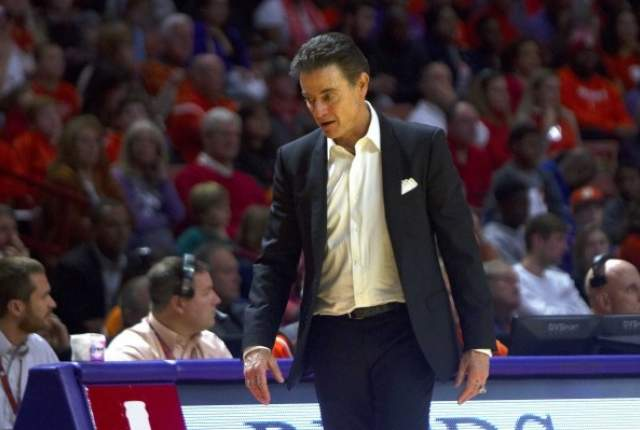 Louisville coach Rich Pitino could be interested in UNLV's basketball head job https://t.co/65kDYIqqB6 https://t.co/ZkWAONe7gx