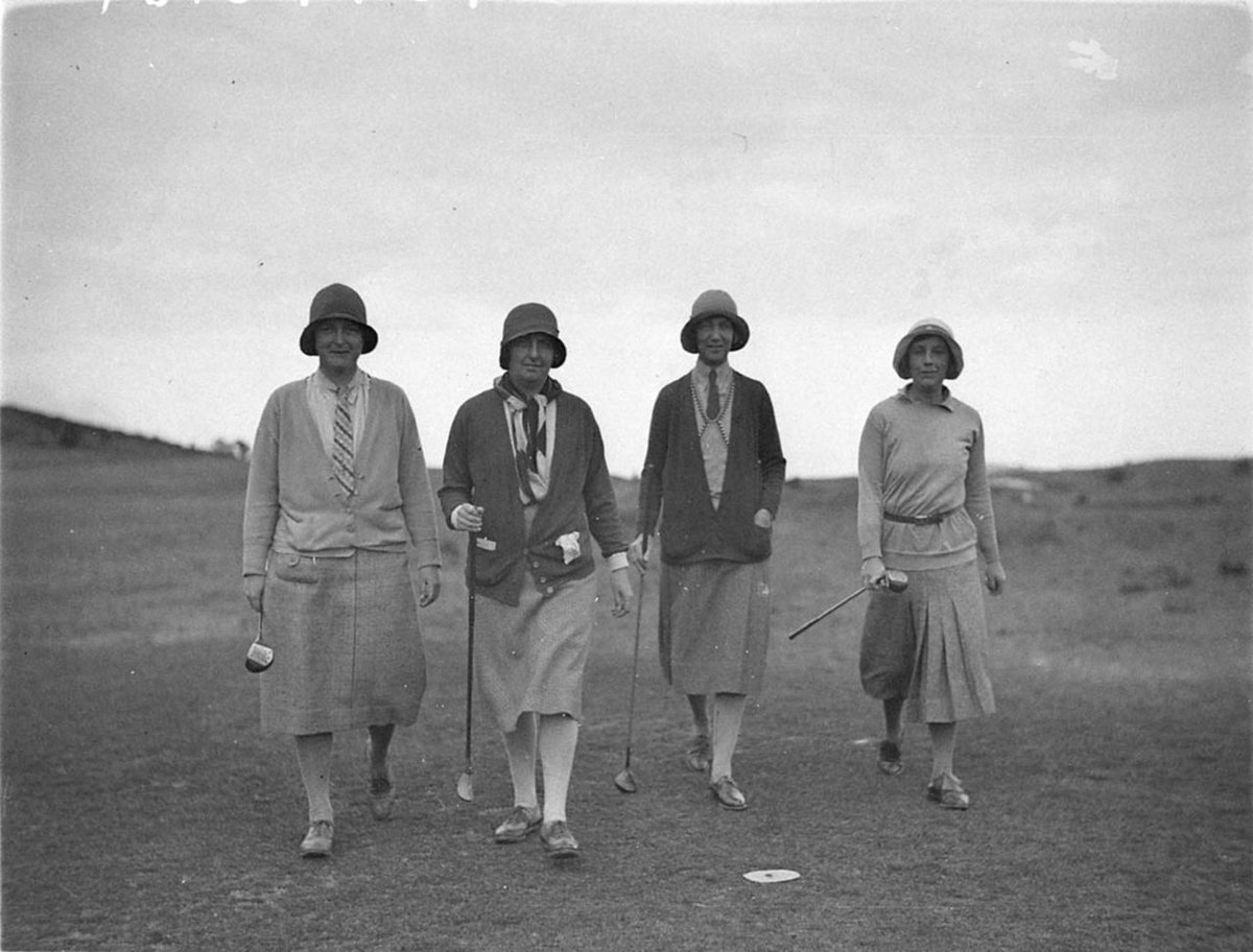 The original golf girls... vintage #golf #fashion ; cloche, cardigan & cravat. https://t.co/Wo5ZLGjUQL