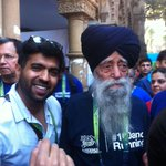 Tough 2 keep it up wit d 104 yr old, youngst runner #FaujaSingh bt our @arpit89varshney managd wel #MumbaiMarathon https://t.co/JDzRpDWSxC