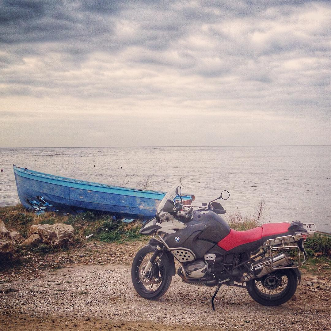 Where do you ride to on your #bmwmotorrad to get away from it all?   Photo: _iltenente_ on Instagram #R1200GSADV. https://t.co/uhDXQAByU7