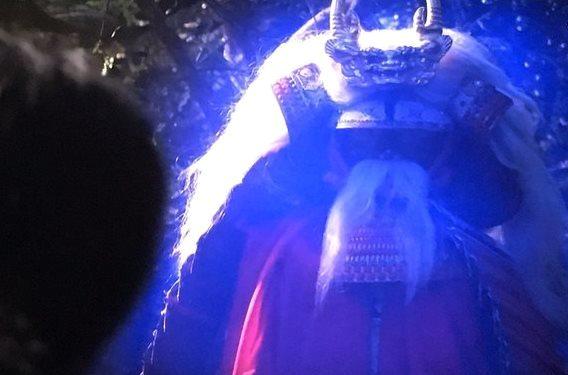故人が演じる亡霊。 昨秋亡くなった林邦史朗が扮する 信玄ゴーストが、勝頼の前に出現。 大河ドラマの現在を見守るかのようだ。 RT:武田信玄演じるのは、 幾多の大河ドラマの殺陣師・林邦史朗。 これが遺作に。【真田丸】 https://t.co/0QnJMHjlVc
