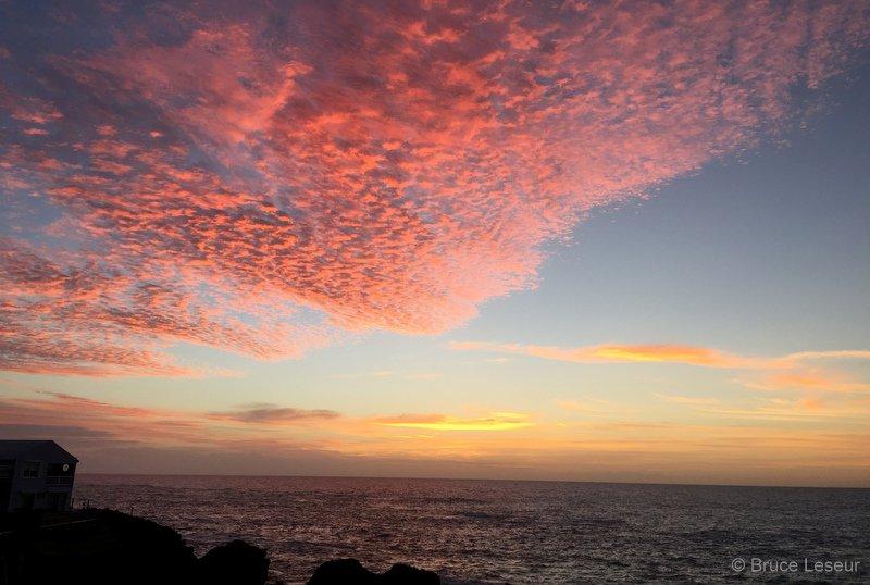 Beautiful #Bermuda sunrise this morning https://t.co/1Medtfc8uU via @ForeverBermuda