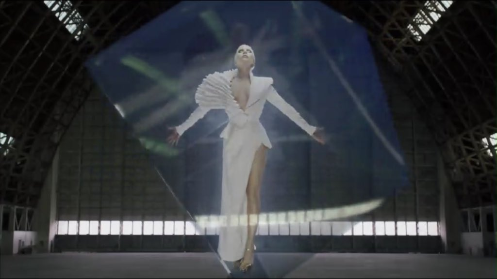 Intel is working with #LadyGaga. You'll see the project at the 58th Grammys in Feb. #CES2016 #intel https://t.co/afEZS5vnfQ
