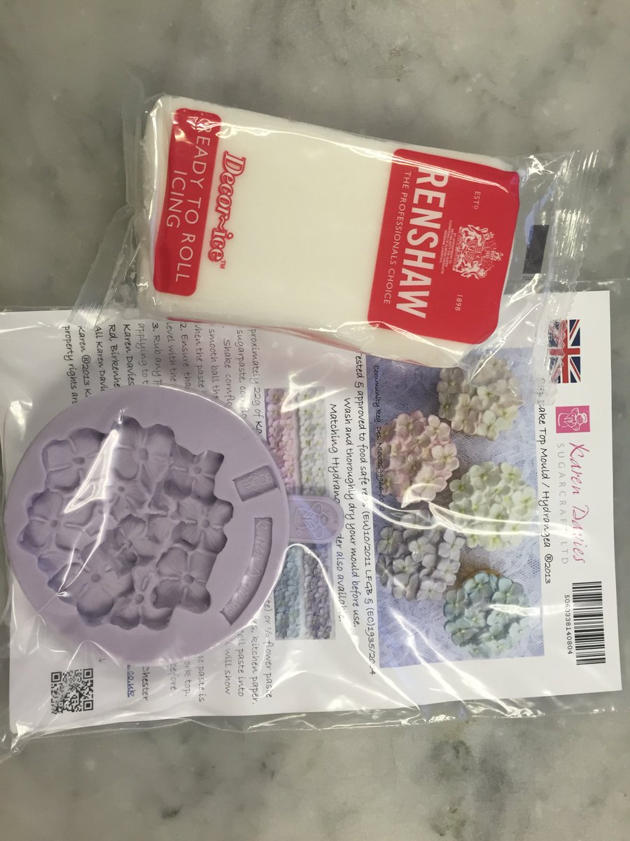 #WinItWednesday Flw & RT by 4pm for a chance to win White Icing & Hydrangea cupcake mould from Karen Davies. UK only https://t.co/jIH7bcP9K5