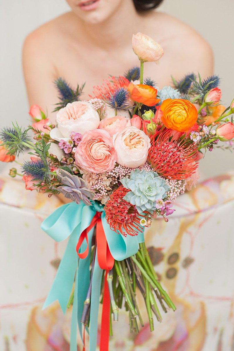 Lunchtime #Wedding Treat - Don't you just love the colours of this #bridal bouquet. Picture by @mikkelpaige https://t.co/GmzSgkFT5K