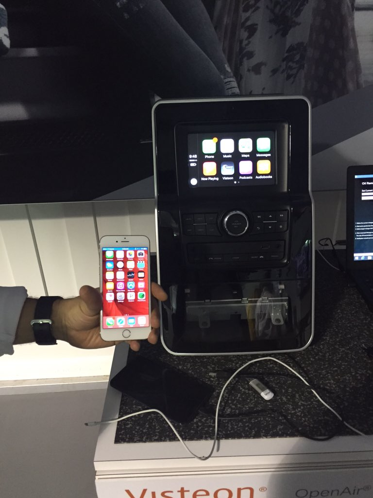 Checking out Visteon's application of Apple CarPlay wireless. Can finally say it's protocol is direct Wifi #CES2016 https://t.co/uvjm3btcm6