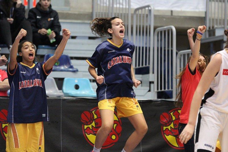 #KDTINF2016 / FINAL: Madrid 56 - #CatalunyaBQ 57 (Final Infantil Femení). CAMPIONES! Enhorabona noies! https://t.co/TF3aliSKOp