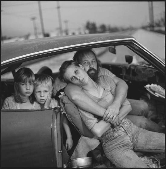 Recordamos el trabajo de grandes fotógrafos que fallecieron este 2015 https://t.co/BDa1N8h6yJ Foto: Mary Ellen Mark https://t.co/YBlKo6pgiM