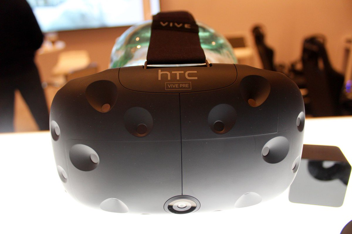 Testing the newest HTC Vive, the best virtual reality experience yet https://t.co/RIMvOM2Asi https://t.co/h7oUEzZc7j