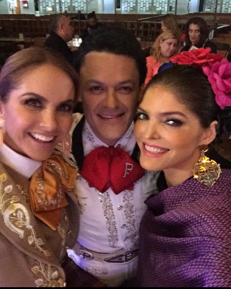 Qué gusto convivir con grandes artistas y  amigos de la vida , aquí con mi querido @PedroFernandez1 y @LuceroMexico https://t.co/fUWlyQj7re