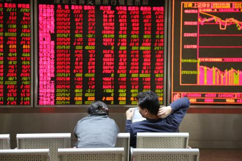Chinese stock market tanks, trading halted for second time this week
