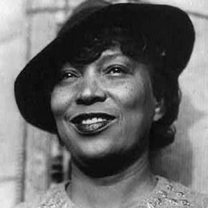 """""""Love makes your soul crawl out from its hiding place."""" Zora Neale Hurston, born this day in 1891. https://t.co/v6eDph31Tv"""
