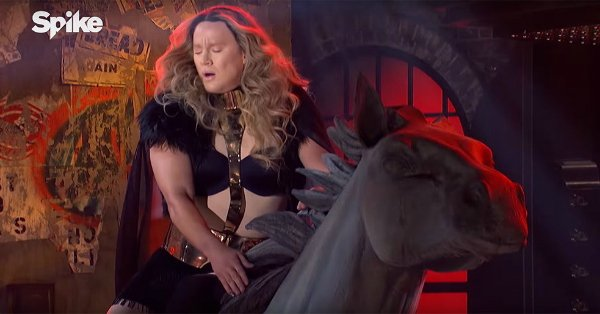 Channing Tatum channels Beyoncé & performs