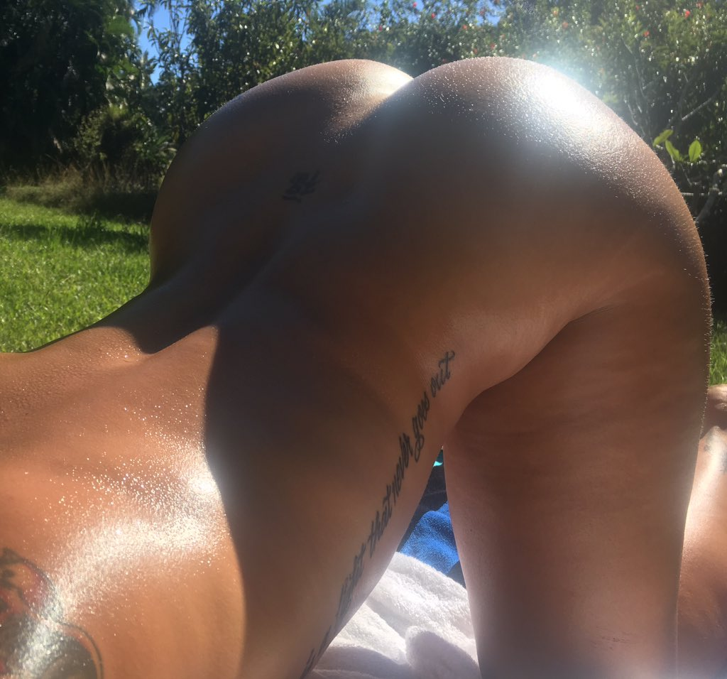 Tanning for big booty girls is basically like doing yoga in the sun ?? WAg2Q62lrL