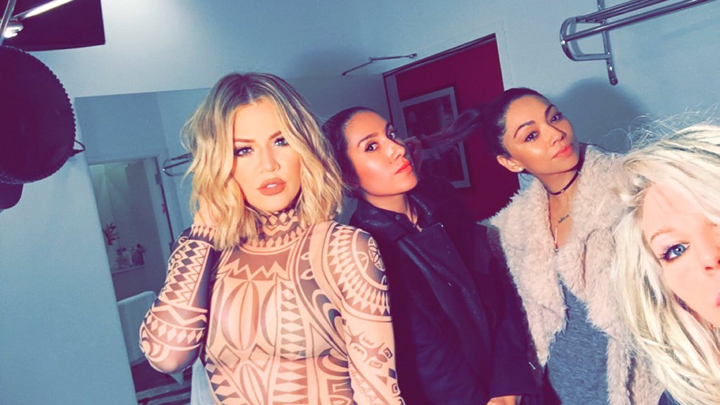 On set for Kocktails With Khloé with my glam army!! My girls!!!    #FYI https://t.co/gQTRZBo7kw