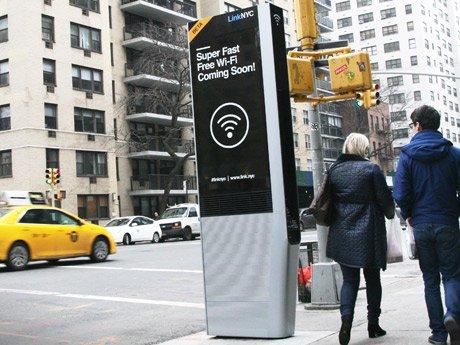 【News】#ニューヨーク 街中で #無料 Wi-Fiスポット設置開始!誰もが使用可能です。米国内電話が無料でかけれて、携帯の充電口もあります! https://t.co/xgFuOz1kL3  #newyorkkeizai https://t.co/J4IrPCy7mS