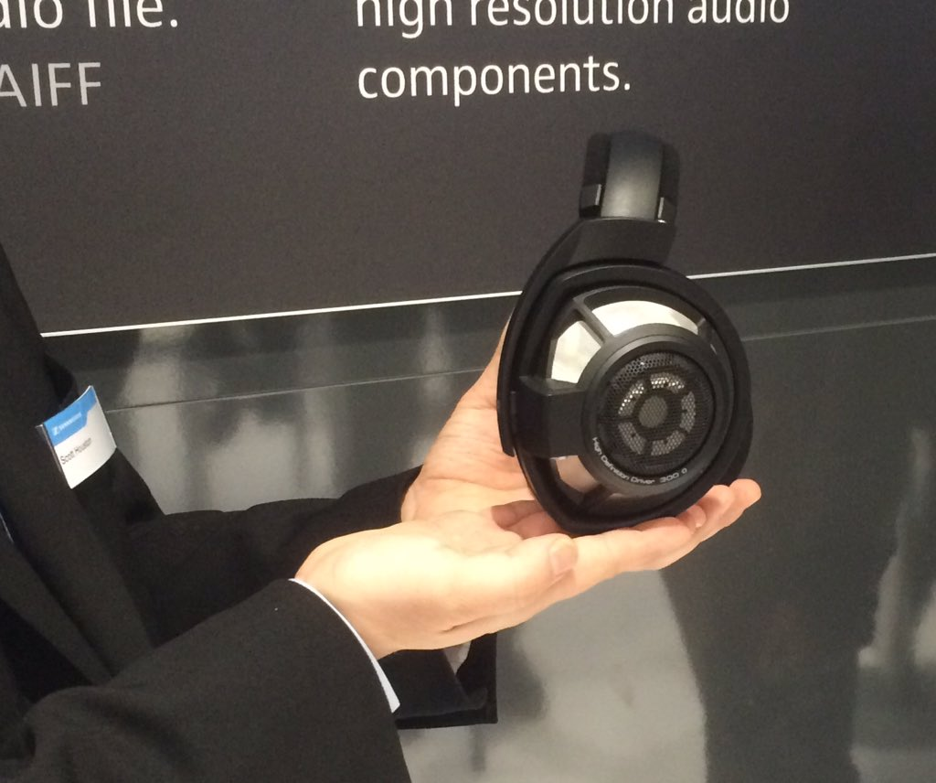 Awesome @SennheiserUSA HD800S takes their flagship model wireless #CES2016 https://t.co/ZUStX1K2FO