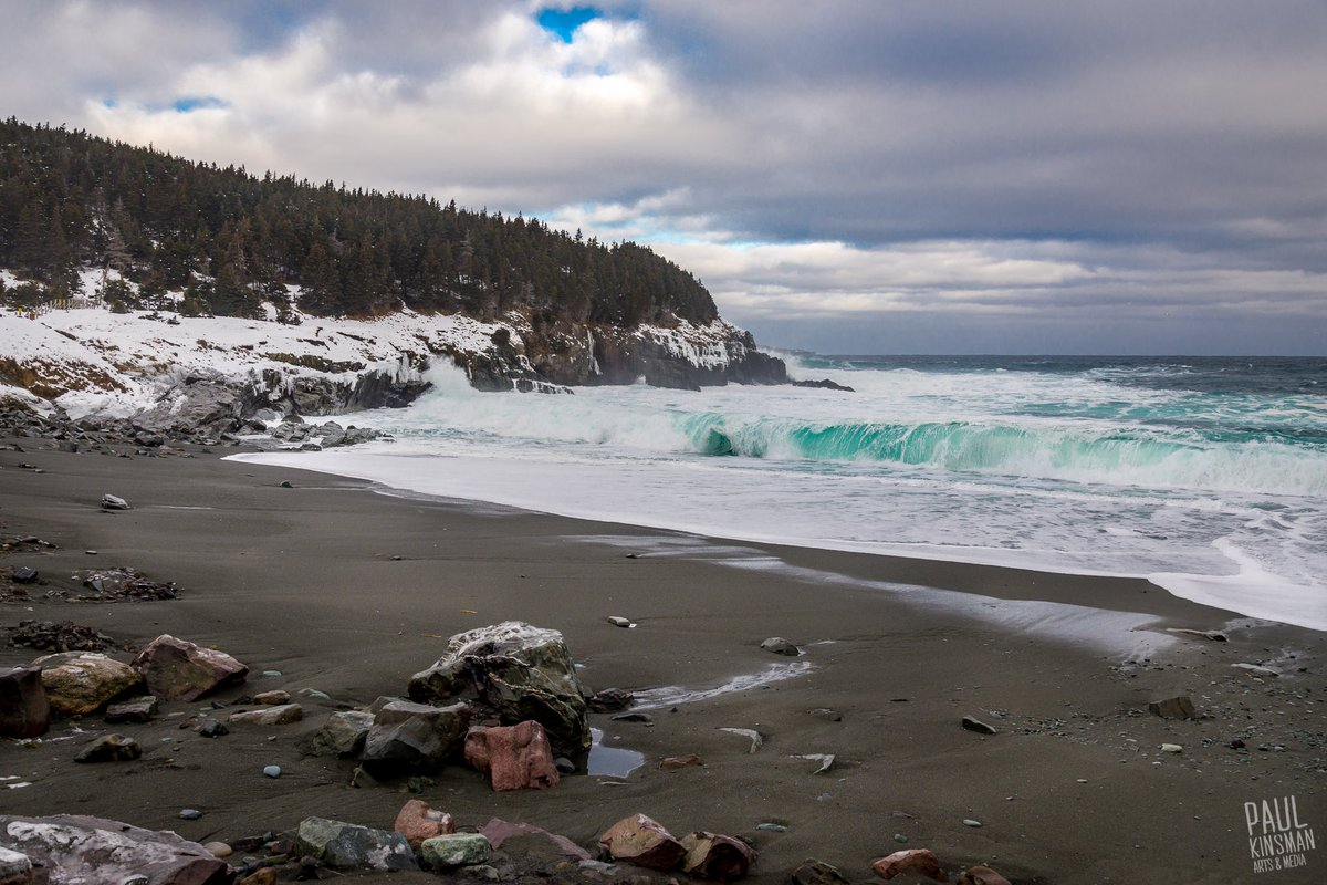 It appears that after last night's massive tidal surge, Middle Cove is now a sandy beach. #erosion #newfoundland https://t.co/jQz1UuJvBT