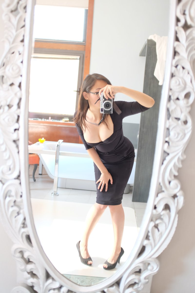 That awkward pose tho... #mirrorselfie #LOLwhut nqeSpo1eS8