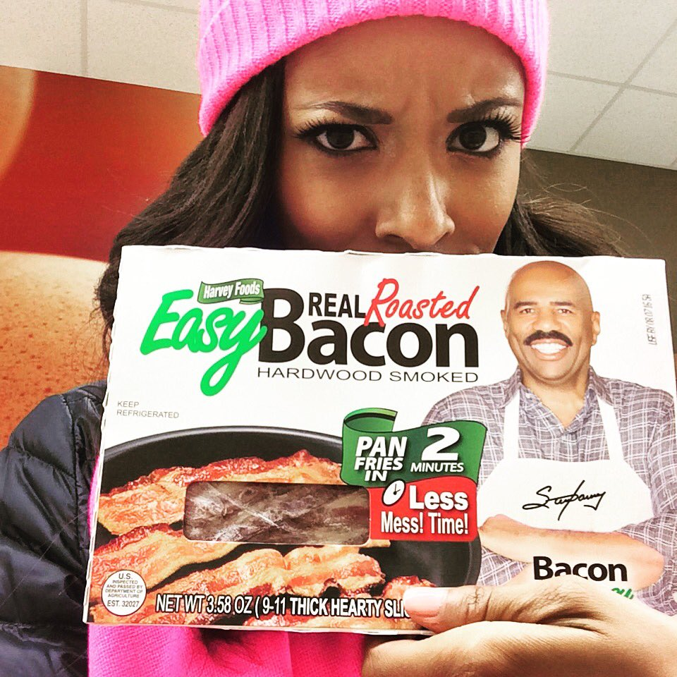 Y'all, @IAmSteveHarvey has his own line of bacon. Who knew?! #Friday #GroceryStoreDiscoveries https://t.co/2BrZftZdvb