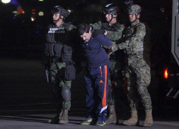 """El #ChapoGuzmanCapturado patrocinado por @adidas y @newbalance antes de llegar al @HiltonHotels sucursal """"Altiplano"""" https://t.co/d0PQebQ3Ee"""