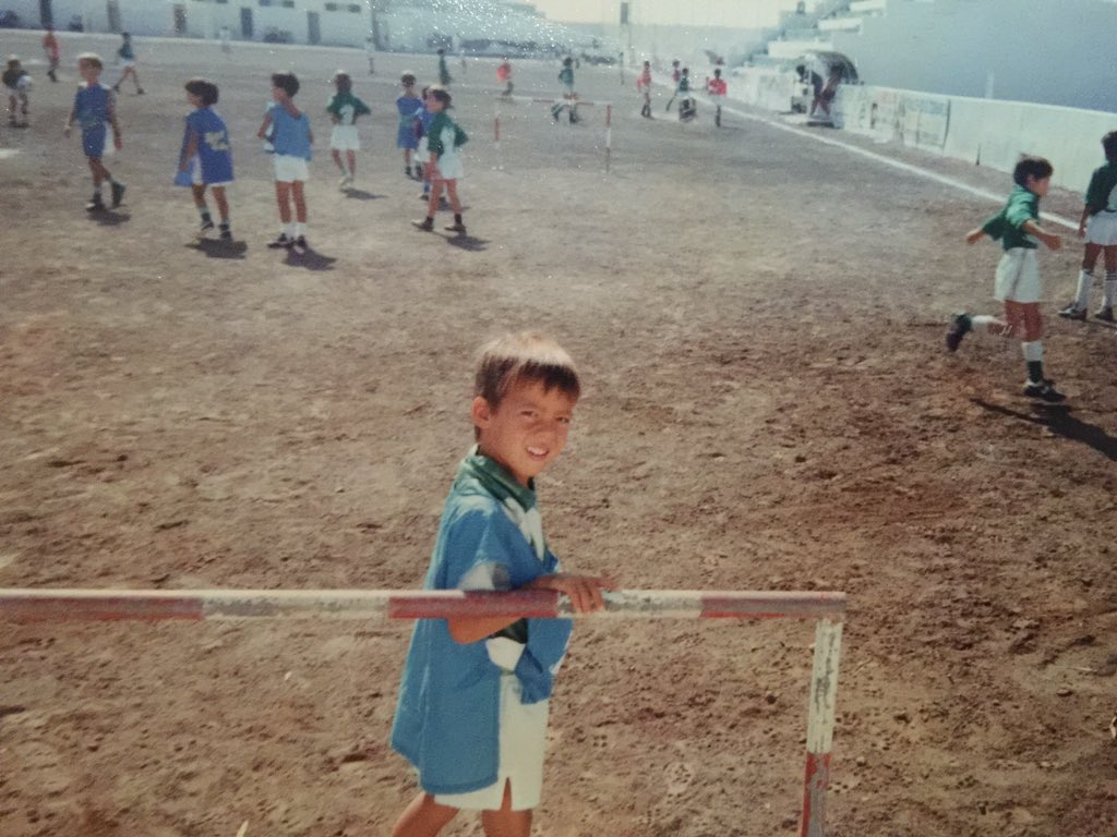 Many thanks to everyone for the congratulations yesterday!With the same enthusiasm 4 foot⚽️ than when I was a child! https://t.co/gAbS8UZkrU