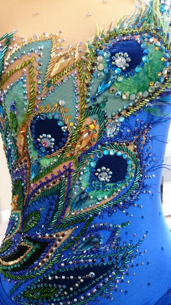 鈴木明子さんのオーが久々に見られて嬉しい。この衣装を間近で見たことがあるけど、本当に工芸品みたいに意匠を凝らしていて素晴らしかった! https://t.co/xlIi7MRjy4